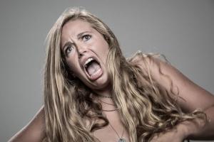 Как люди реагируют на удар электрошокером. Оригинальный фотопроект Патрика Холла