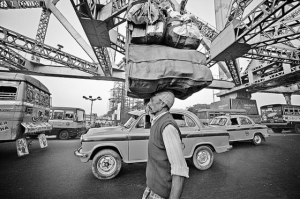 Черно-белые уличные фотографии из Индии - 35 контрастных кадров