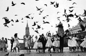 «Так мы жили»: романтика и реальность в советских фотографиях Владимира Лагранжа