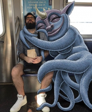 Этого художника вдохновляют воображаемые монстры в метро