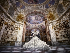 Потрясающая фотосессия в крупнейшей монастырской библиотеке мира