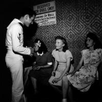 «Увольнение на берег»: как отдыхали матросы на Гавайях в  архивных фотографиях Уэйна Миллера
