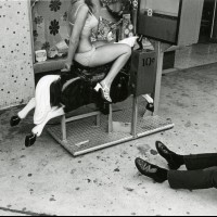 Гэри Крюгер: причудливые мгновения на улицах Лос-Анджелеса 1970-х