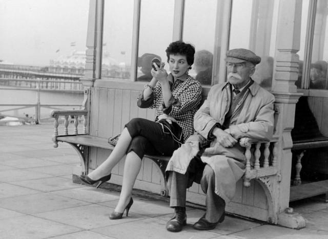 Марго Лоренц на пирсе Брайтона, 1954. Автор Курт Хаттон