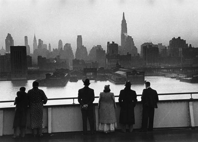 Нью-Йорк на рассвете, вид с корабля, 1939. Автор Курт Хаттон