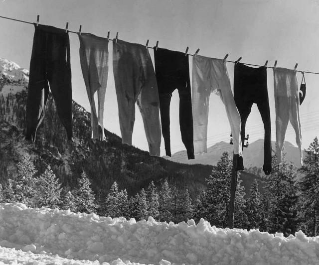 Исподние штаны британских лыжниц в Швейцарии. Автор Курт Хаттон