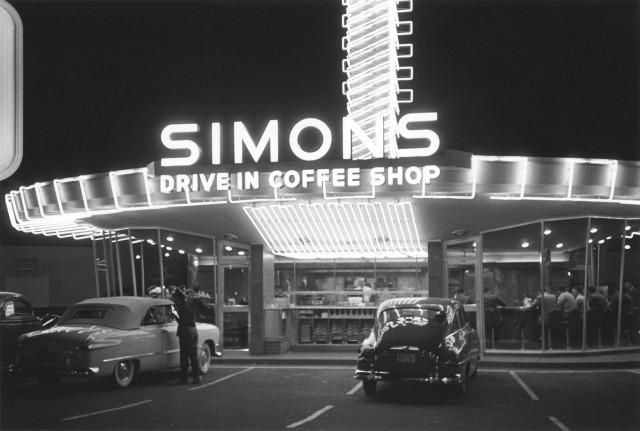 Кофейня в районе Голливуда, Лос-Анджелес, Калифорния, 1951. Автор Курт Хаттон