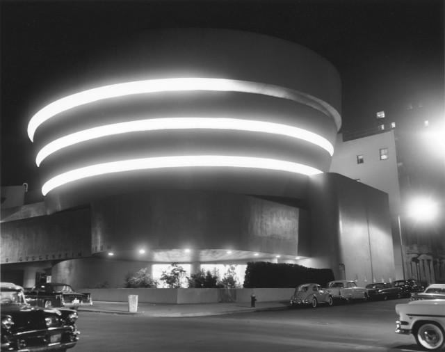 Музей Гуггенхайма ночью, Нью-Йорк. Автор Курт Хаттон