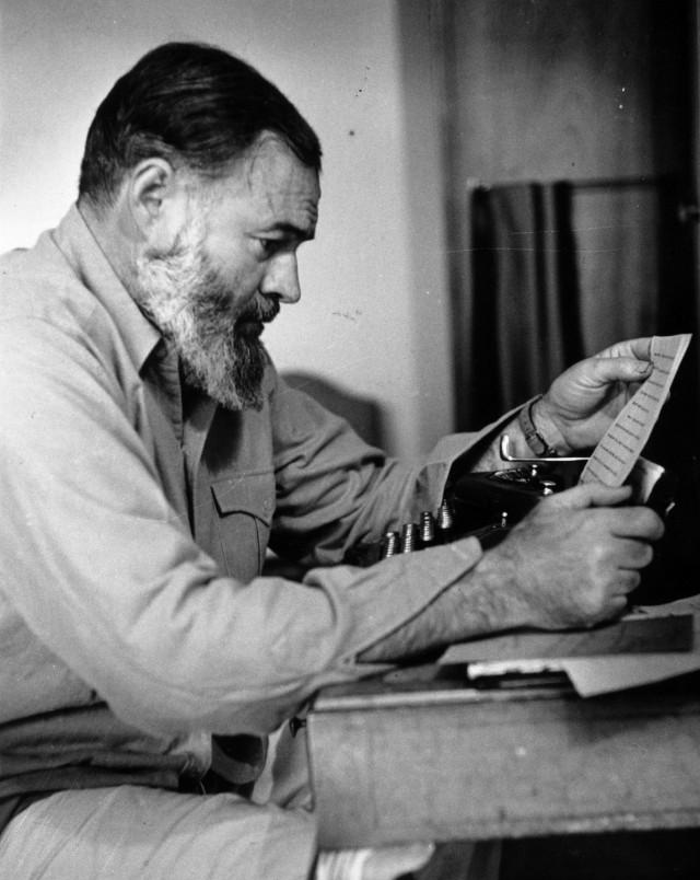 Эрнест Хемингуэй, 1944. Автор Курт Хаттон