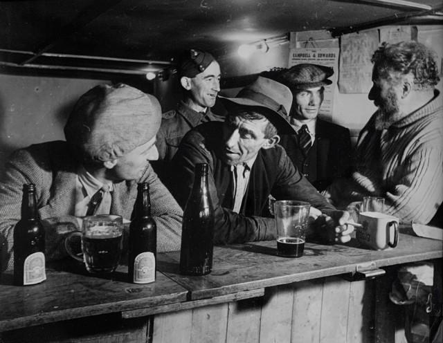 Паб в Уэльсе, 1940. Автор Курт Хаттон