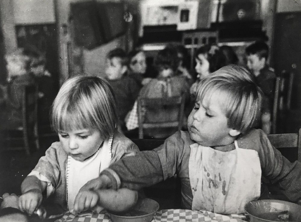 В детском саду, 1935 год. Автор Курт Хаттон