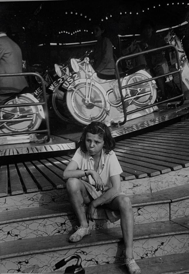 На ярмарке, 1942. Автор Курт Хаттон