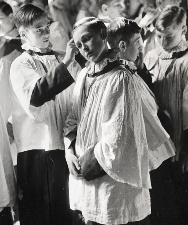 Церковный хор мальчиков, 1942. Автор Курт Хаттон
