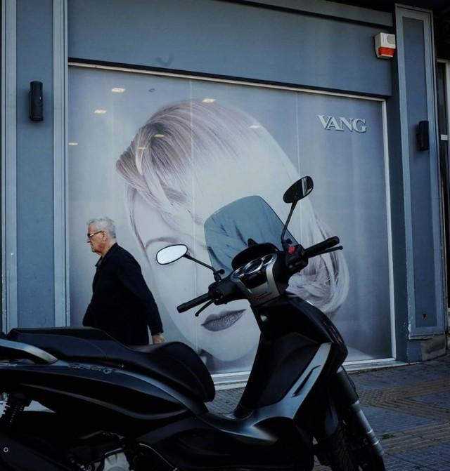 Мистика неожиданного в уличных фотографиях. Автор Антимос Нтагкас (42)