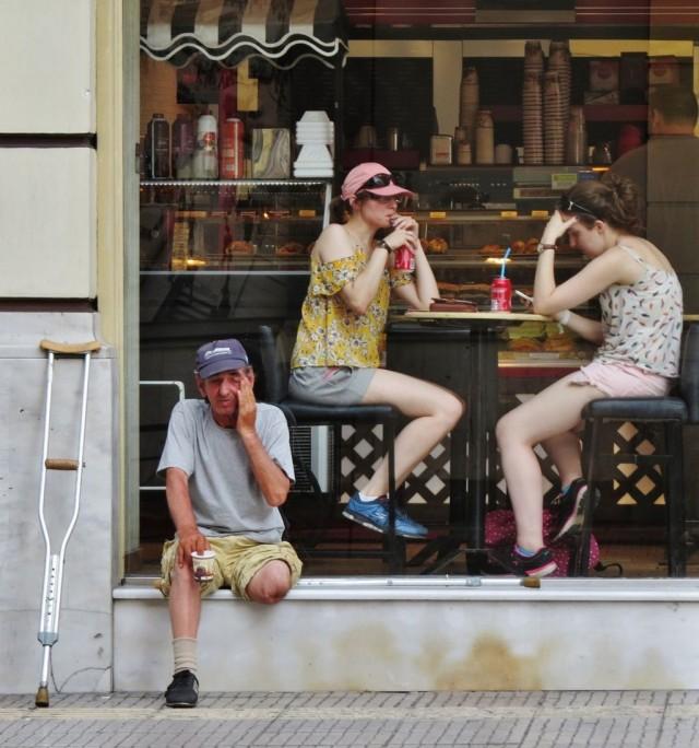 Мистика неожиданного в уличных фотографиях. Автор Антимос Нтагкас (23)