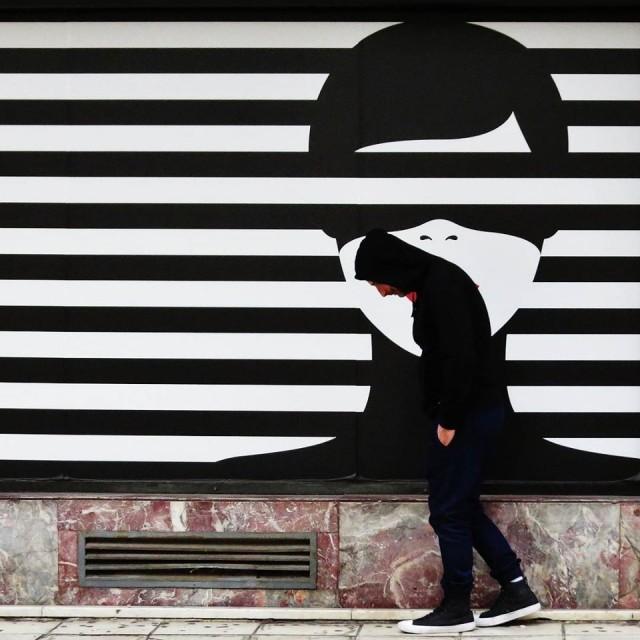 Мистика неожиданного в уличных фотографиях. Автор Антимос Нтагкас (32)
