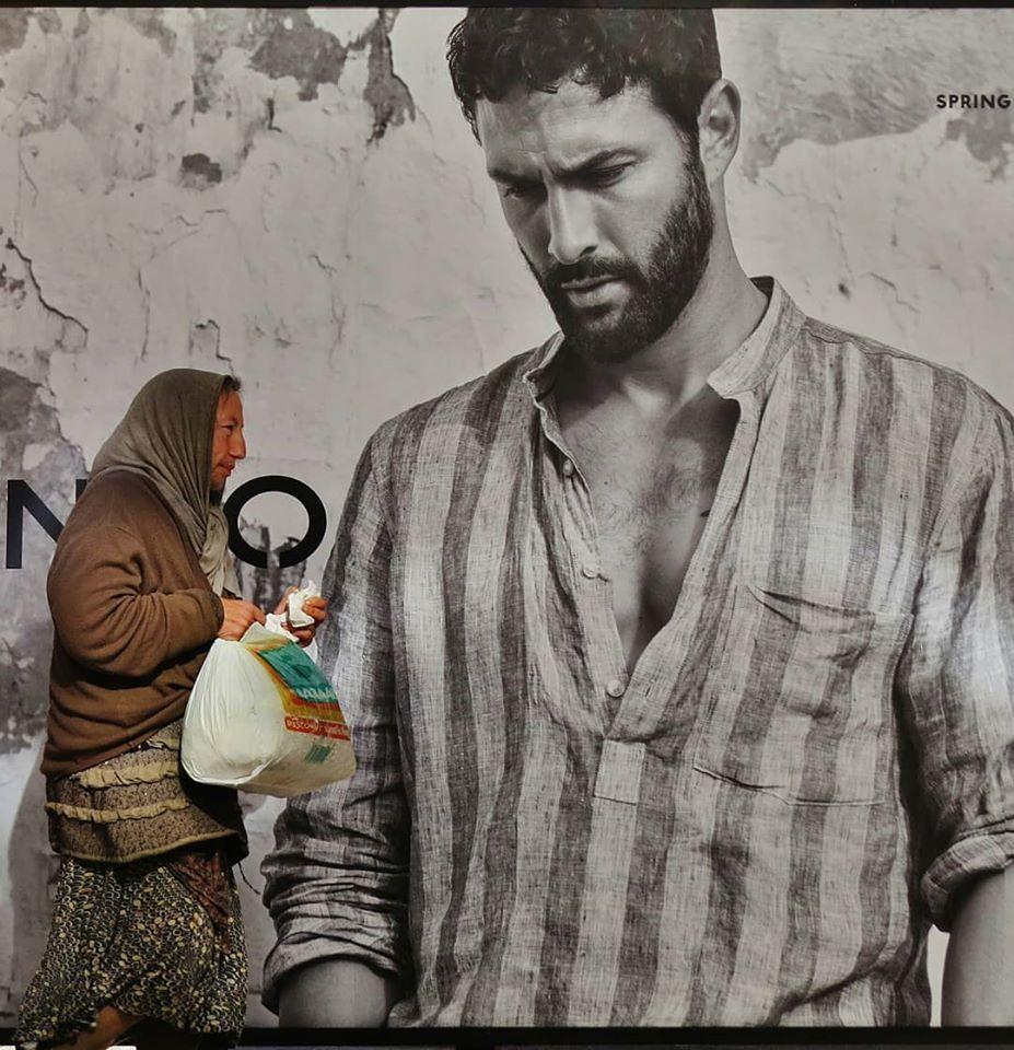 Мистика неожиданного в уличных фотографиях. Автор Антимос Нтагкас (33)