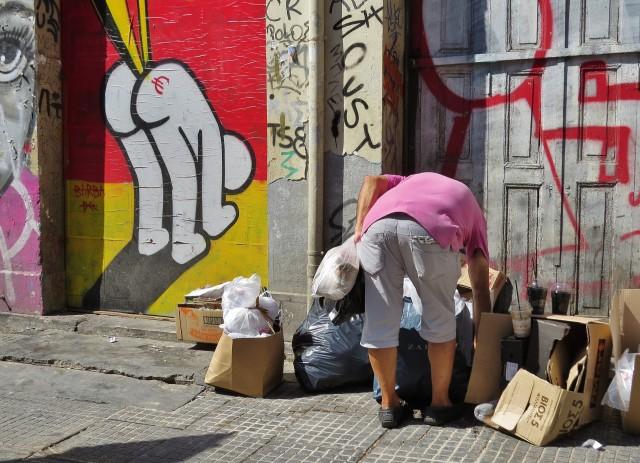 Мистика неожиданного в уличных фотографиях. Автор Антимос Нтагкас (15)