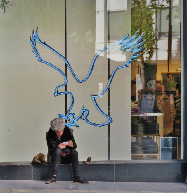 Мистика неожиданного в уличных фотографиях. Автор Антимос Нтагкас (20)