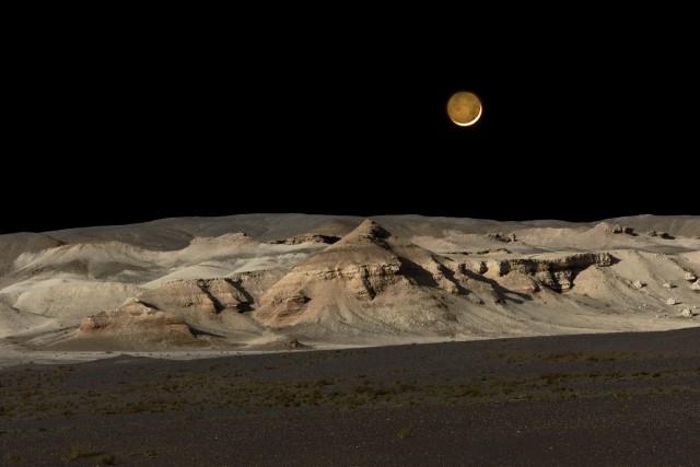 Луна. Монголия, 2016. Фотограф Марк Прогин