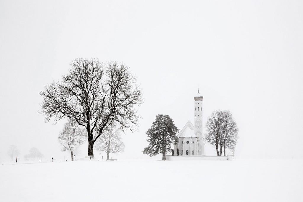 Деревья и церковь, Бавария, 2017. Автор Кристоф Жакро