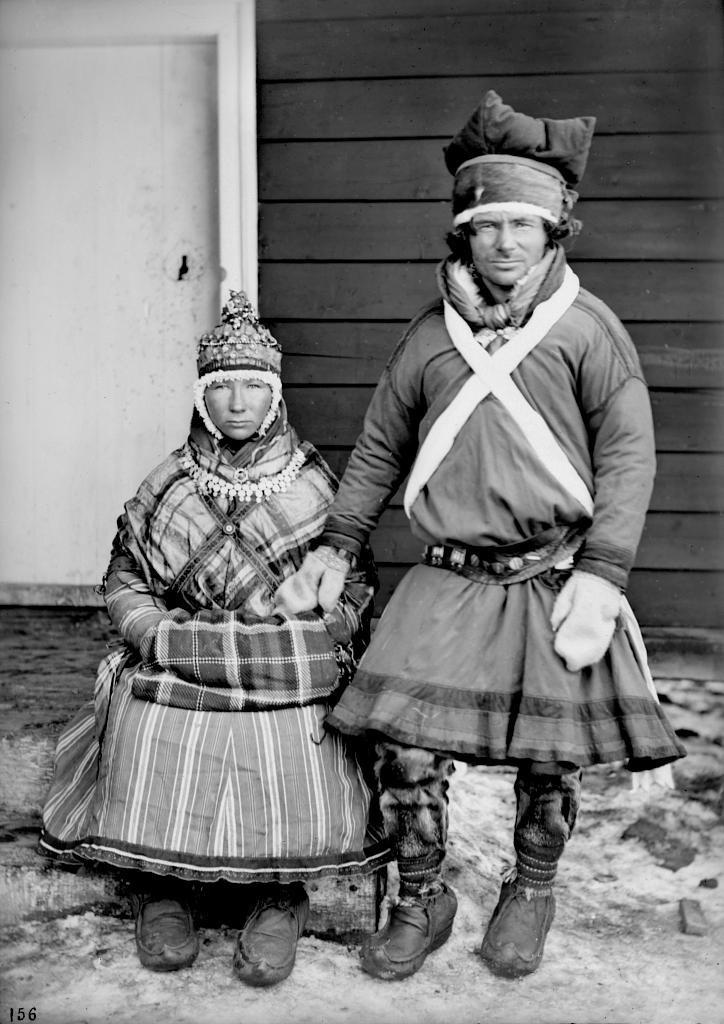 Молодая пара лапландцев. Автор Софус Тромгольт