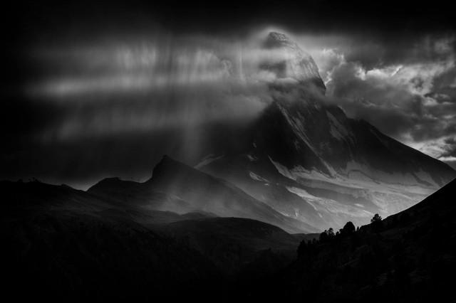 Гроза над горой Маттерхорн. Автор Петер Свобода