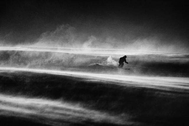 Катание на лыжах при –30 градусах и ужасном ветре. Автор Петер Свобода