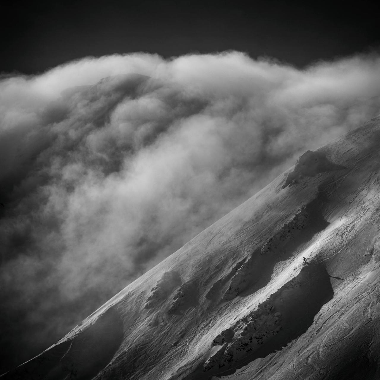 Одинокий лыжник в Низких Татрах, Словакия. Автор Петер Свобода