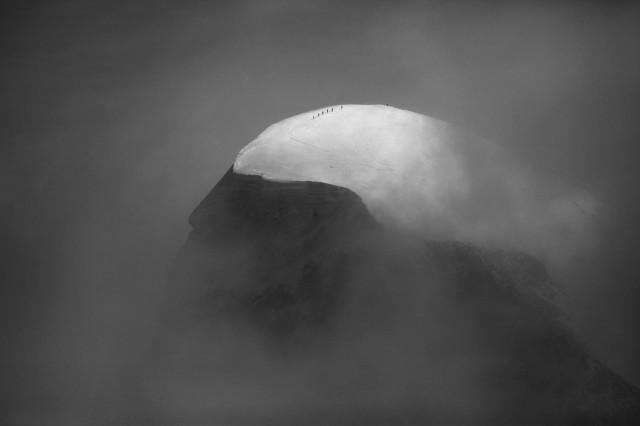 Группа альпинистов на горе Брайтхорн в Пеннинских Альпах. Автор Петер Свобода