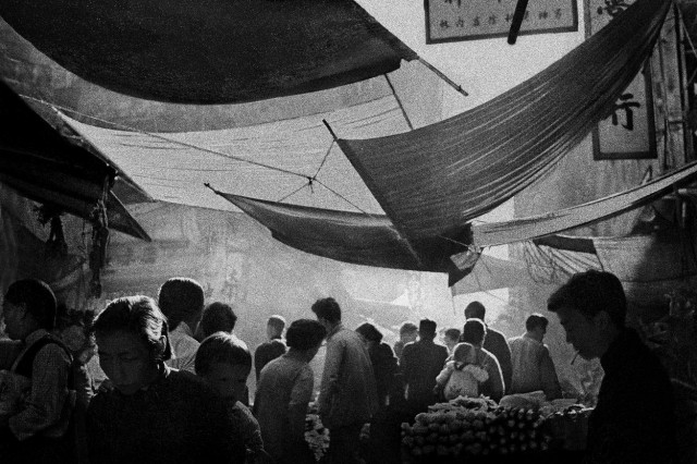 Покачивающиеся навесы, Гонконг, 1961. Автор Фан Хо