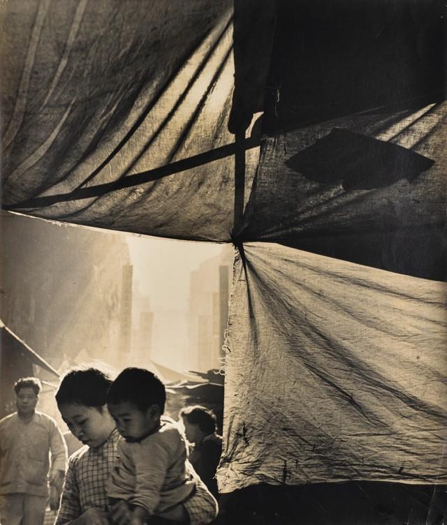 Молодая мать, Гонконг, 1960. Автор Фан Хо
