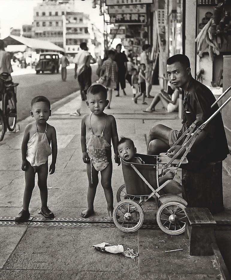 В ожидании мамы, Гонконг, 1950-60-е. Автор Фан Хо