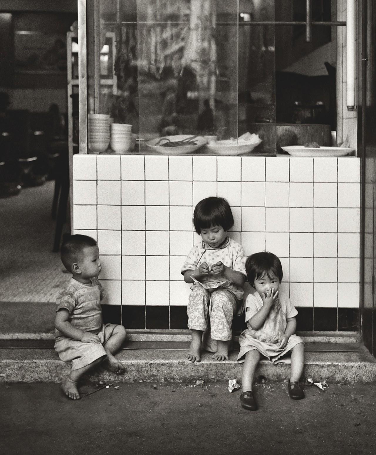 В ожидании мамы, Гонконг, 1960-е. Автор Фан Хо