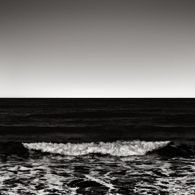 Волна. Автор Розарио Чивелло
