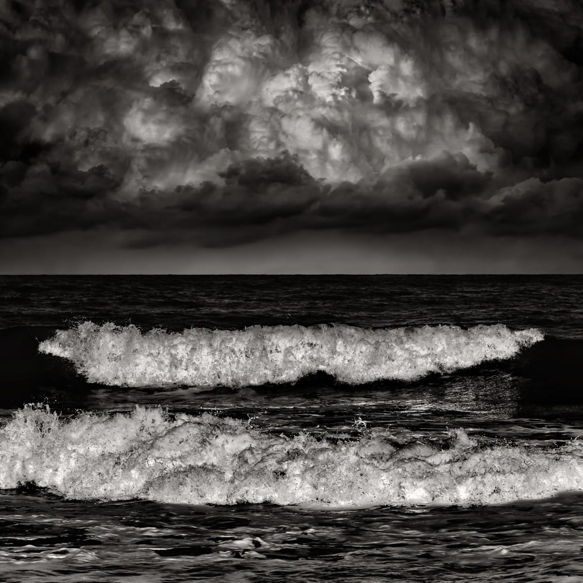 Волны и облака. Автор Розарио Чивелло
