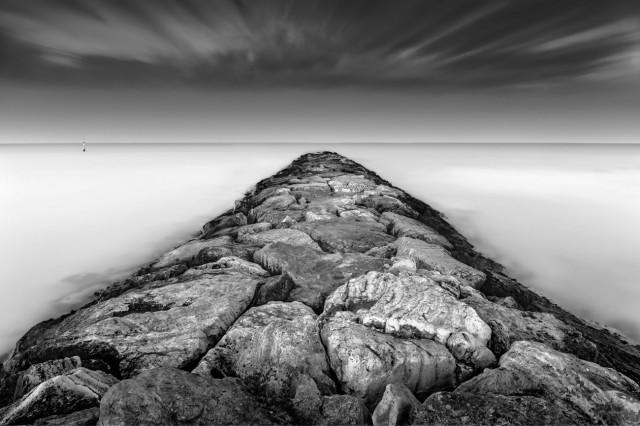 Средиземное море, пирс. Автор Розарио Чивелло