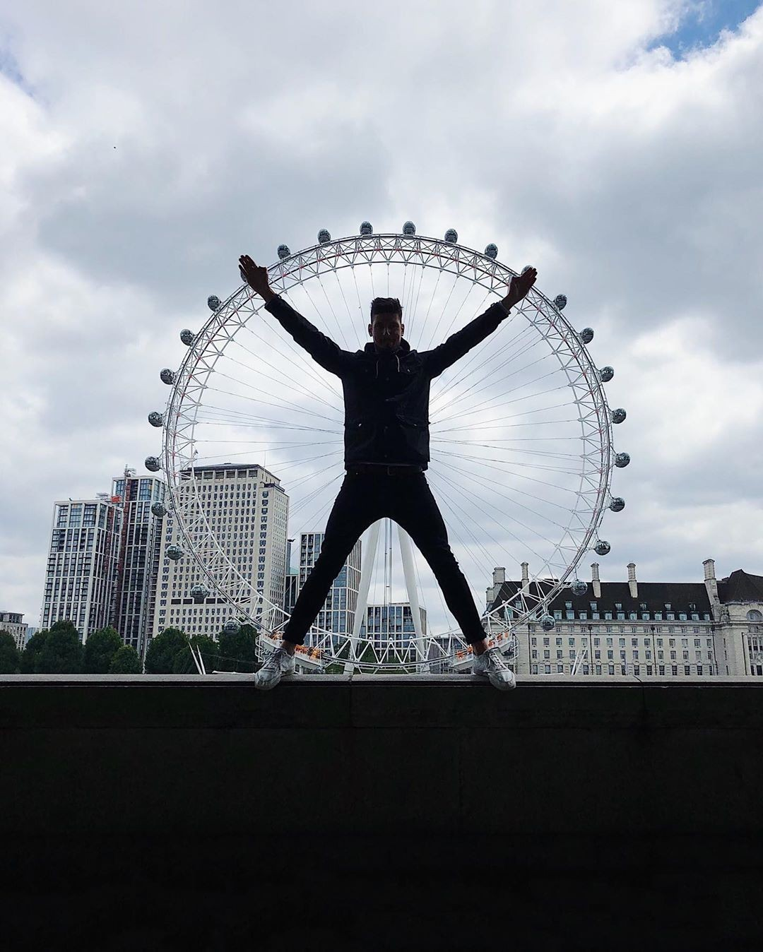 «Витрувианский человек». Лондонский глаз (колесо обозрения), Лондон. Автор Тиаго Силва