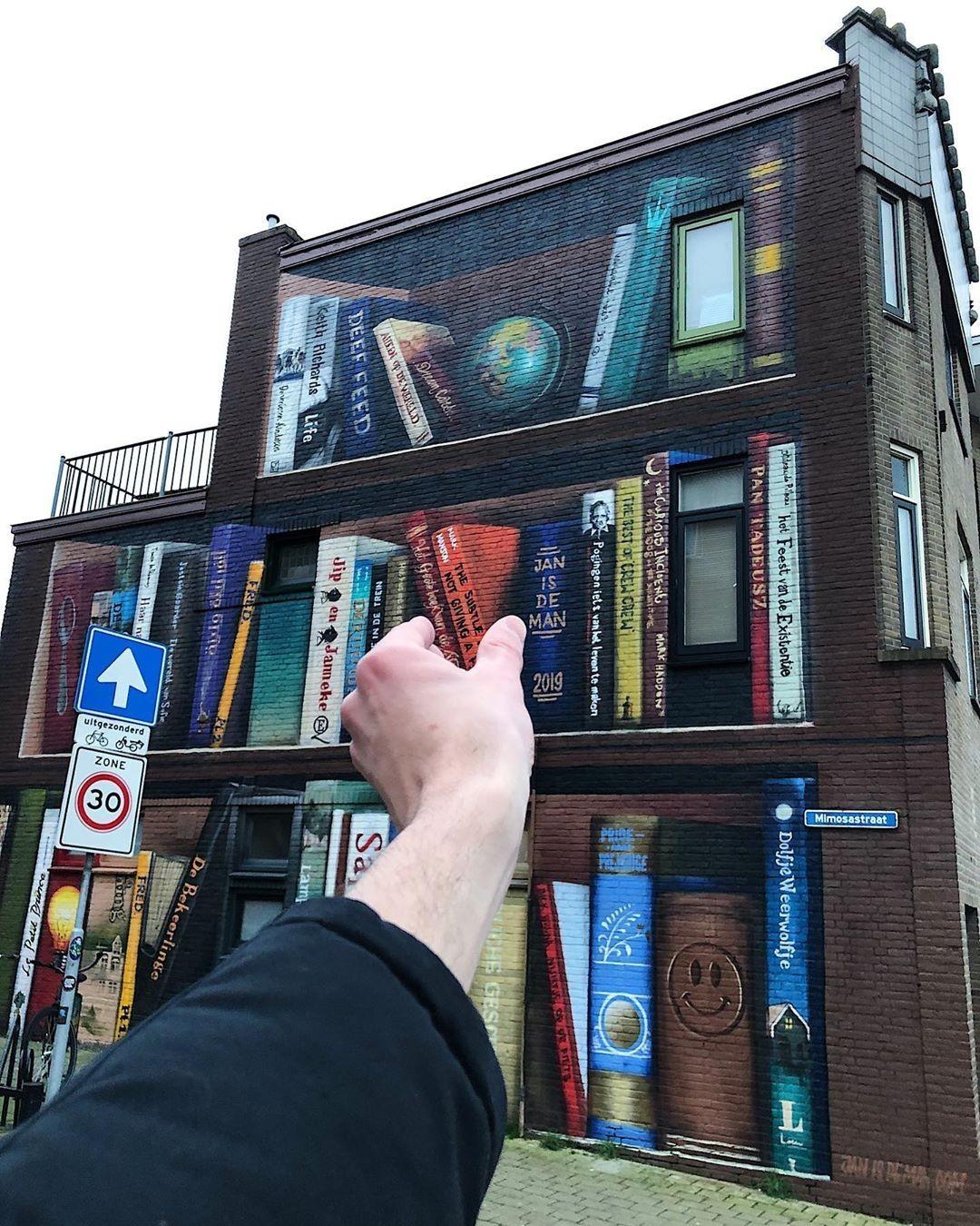 «Выберите книгу» (стрит-арт). Утрехт, Нидерланды. Автор Тиаго Силва