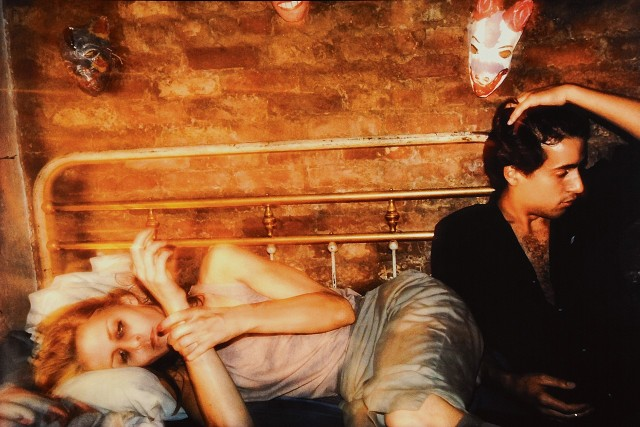Грир и Роберт на кровати, Нью-Йорк, 1982. Автор Нан Голдин
