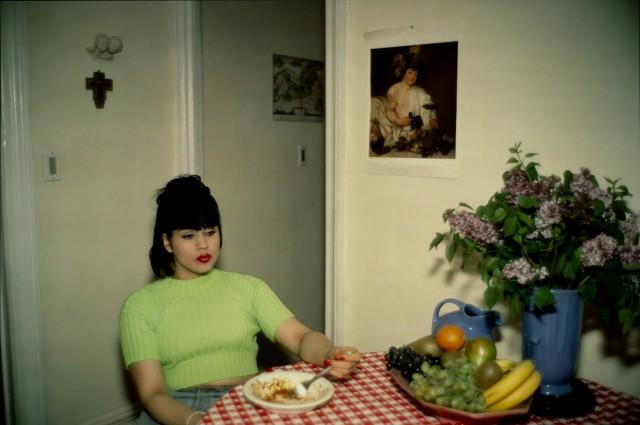 Джина на вечеринке у Брюса, Нью-Йорк, 1991. Автор Нан Голдин
