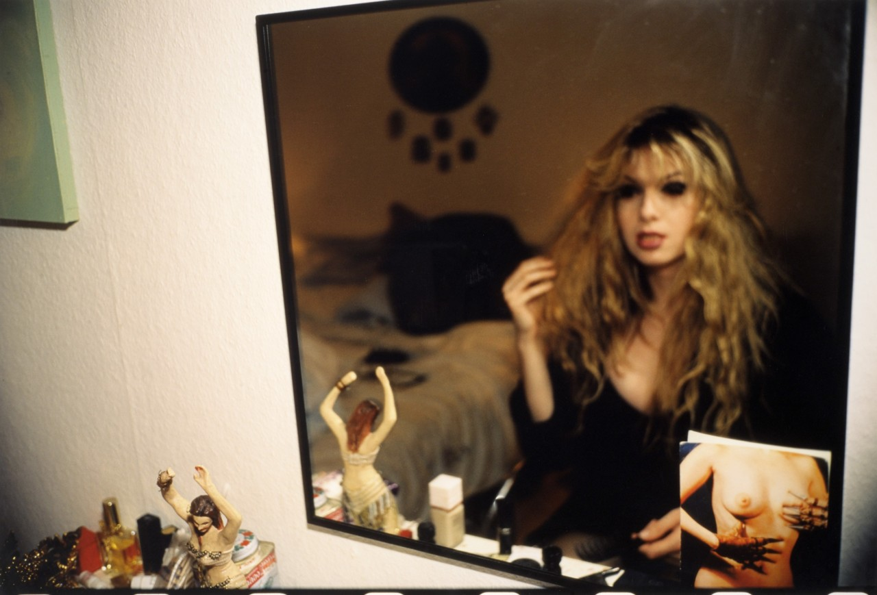 Джоуи в моем зеркале, Берлин, 1992. Автор Нан Голдин