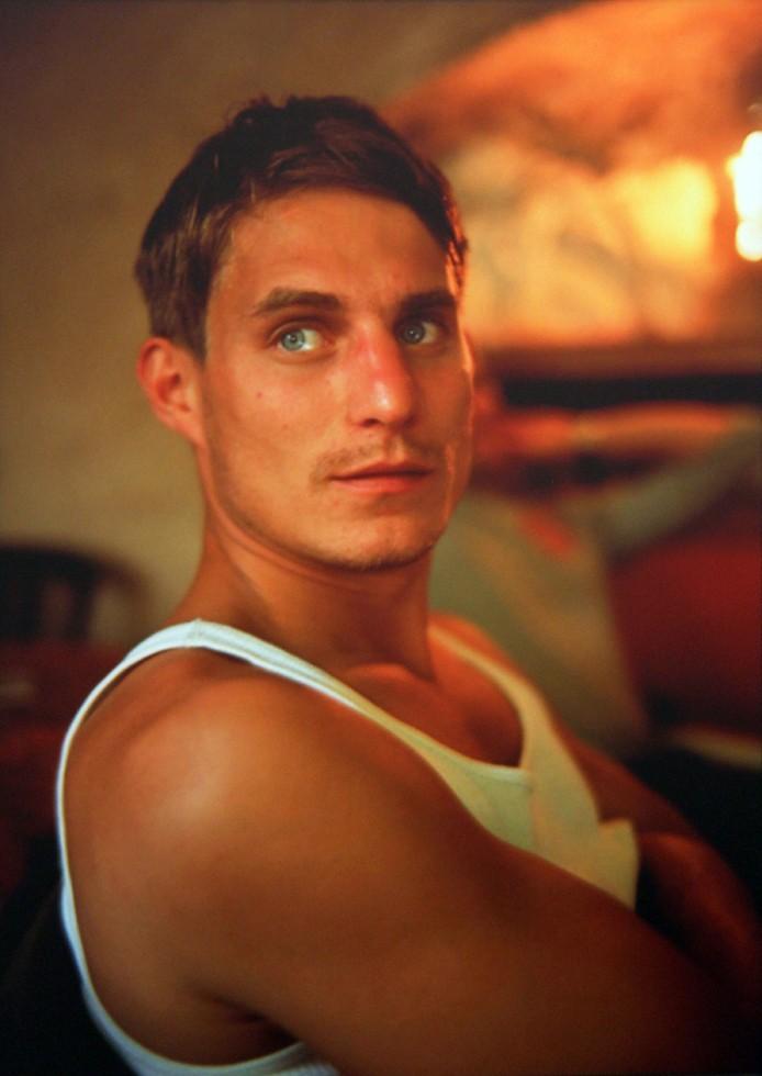 Клеменс за обедом в кафе, Лакост, Франция, 1999. Автор Нан Голдин