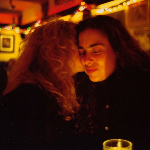 Линетт и Донна в ресторане, Нью-Йорк, 1991. Автор Нан Голдин