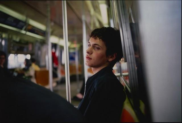 Саймон в метро, Нью-Йорк, 1998. Автор Нан Голдин