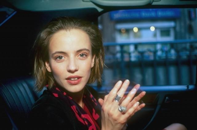 Аманда в такси, Париж, 1996. Автор Нан Голдин