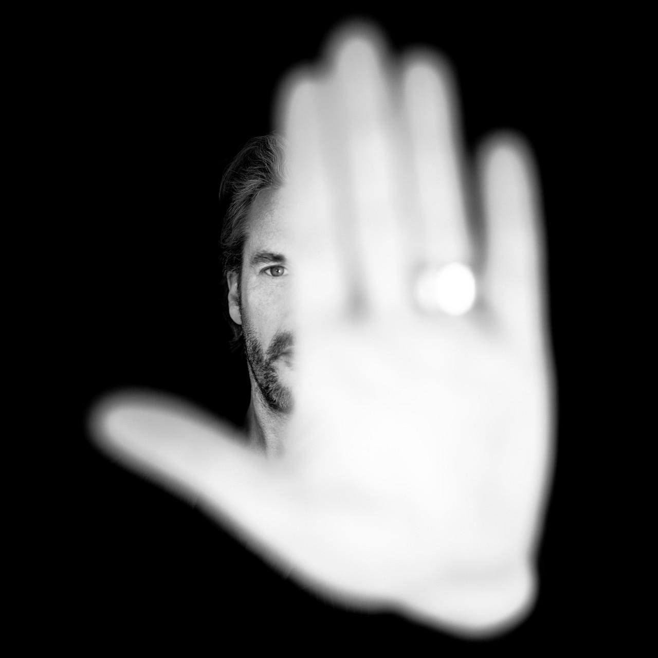 «Скрытое лицо». Автор Бенуа Корти