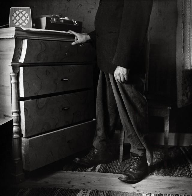 Йохан Энгман у граммофона, Норрботтен, 1957. Автор Суне Юнссон