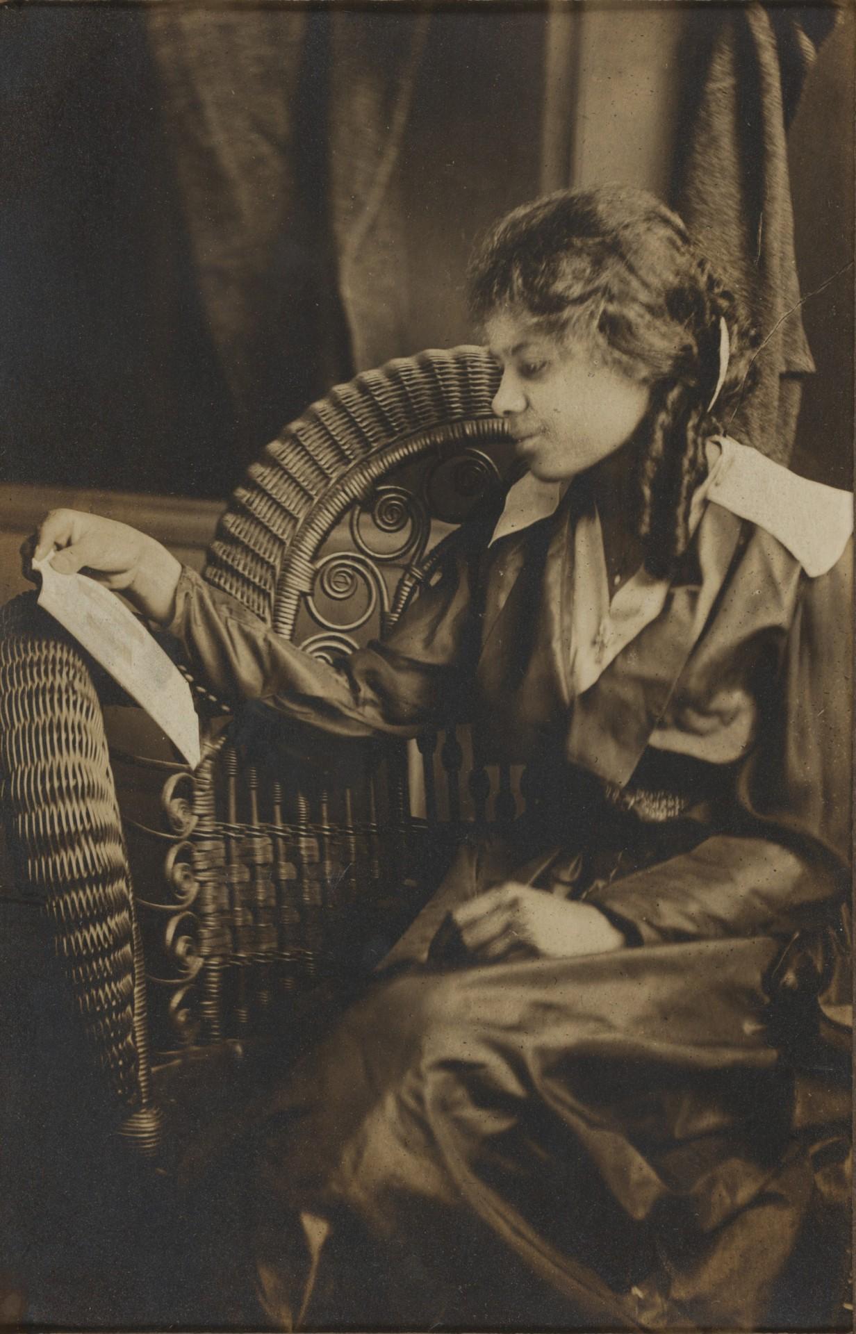 Читающая девушка, начало 20-го века