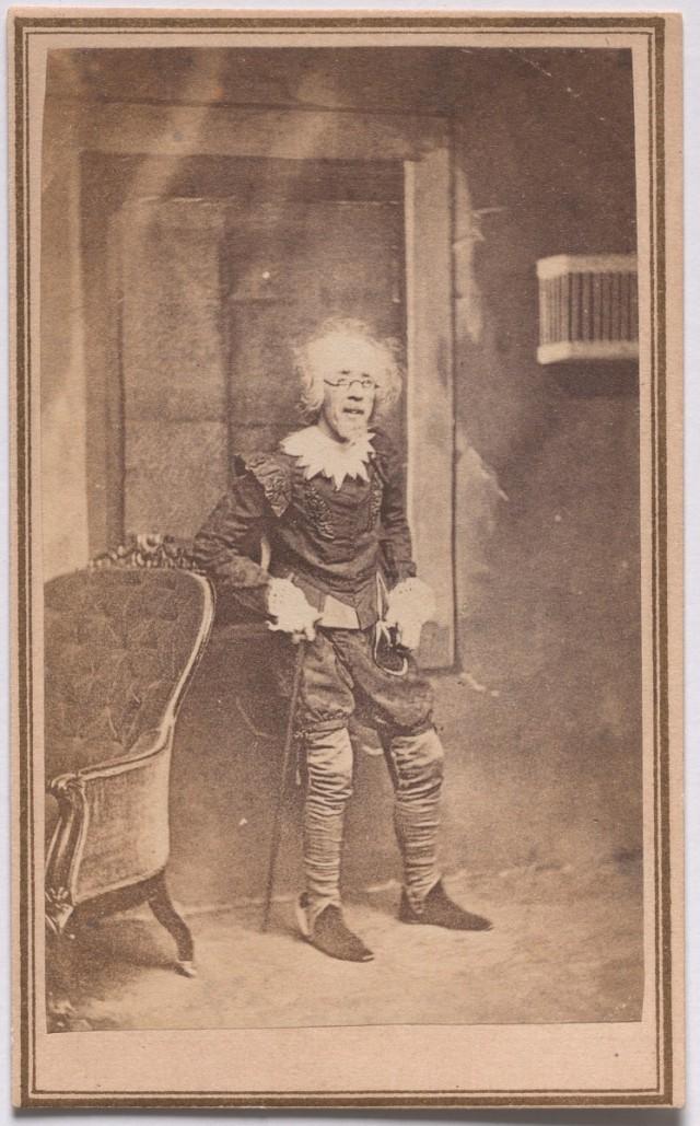 «Второе младенчество» из серии «Семь возрастов человека» по Шекспиру, ок. 1860. Автор студия братьев Мид